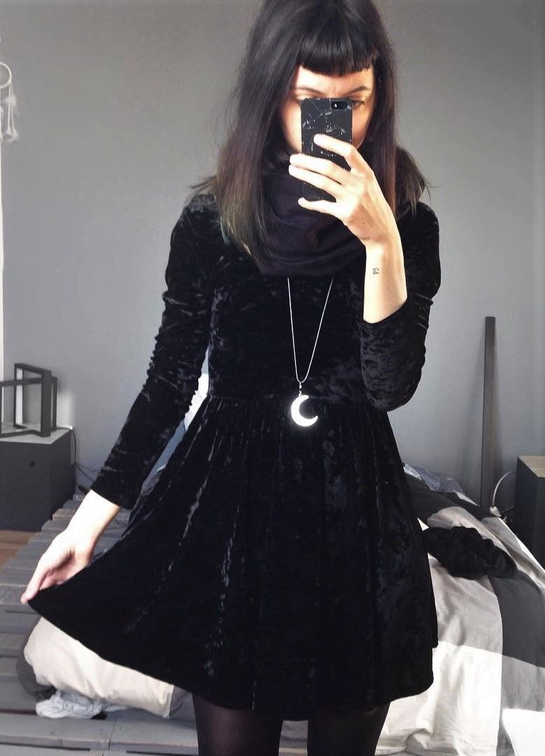 36 Black Outfits Ideas Worth Checking Out Velvet Dresses Outfit Velvet Fashion Outfits [ 1080 x 779 Pixel ]
