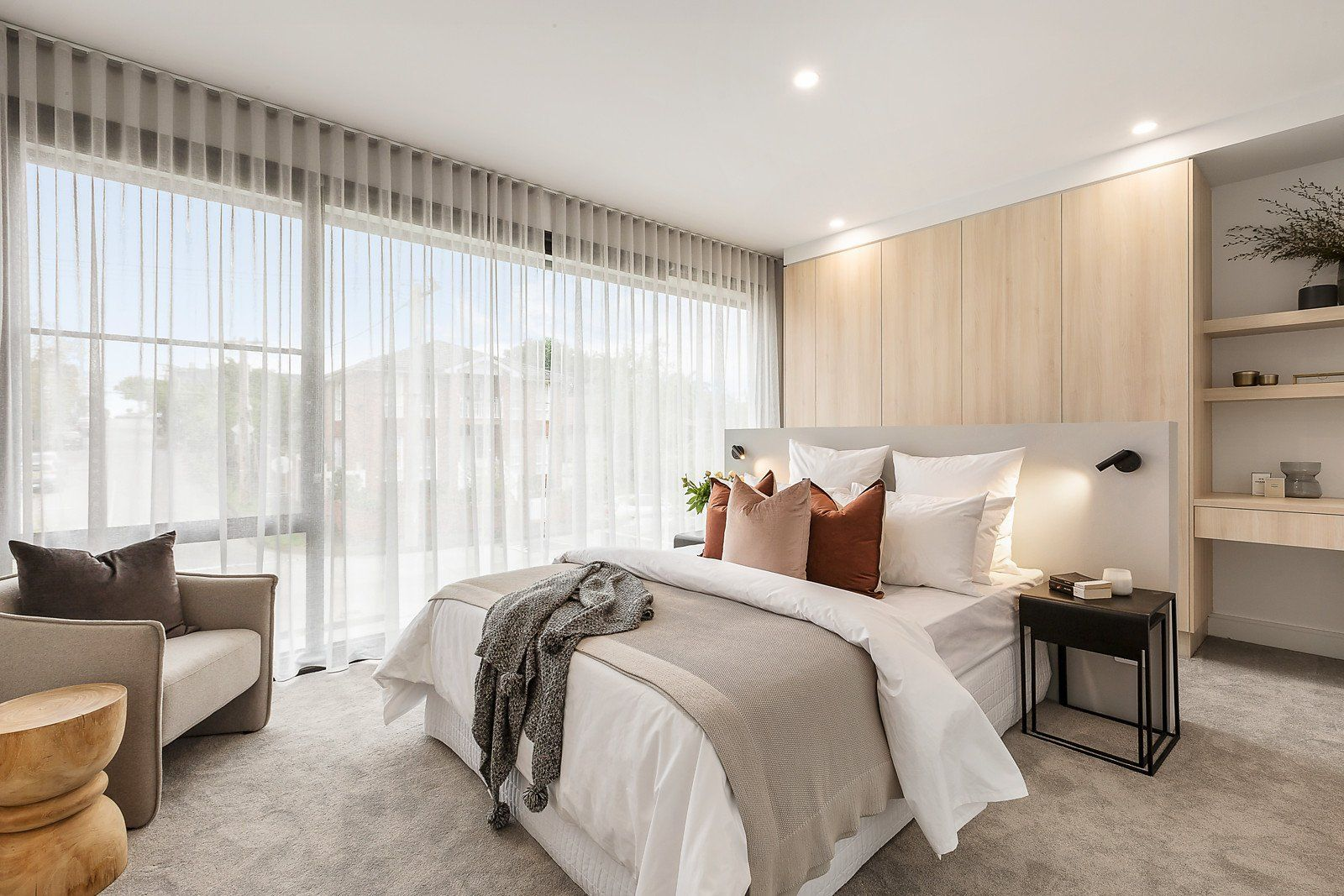 #bedroomstyling #propertystylingmelbourne #melbournepropertystyling #propertystylistsofmelbourne #velvetcushions #newneutrals #neutral #whitelinen #whitesheets #logstool #builtinheadboard #malvernproperty