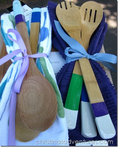 Make your own color block paint-dipped spoons - perfect for bridal shower gifts!
