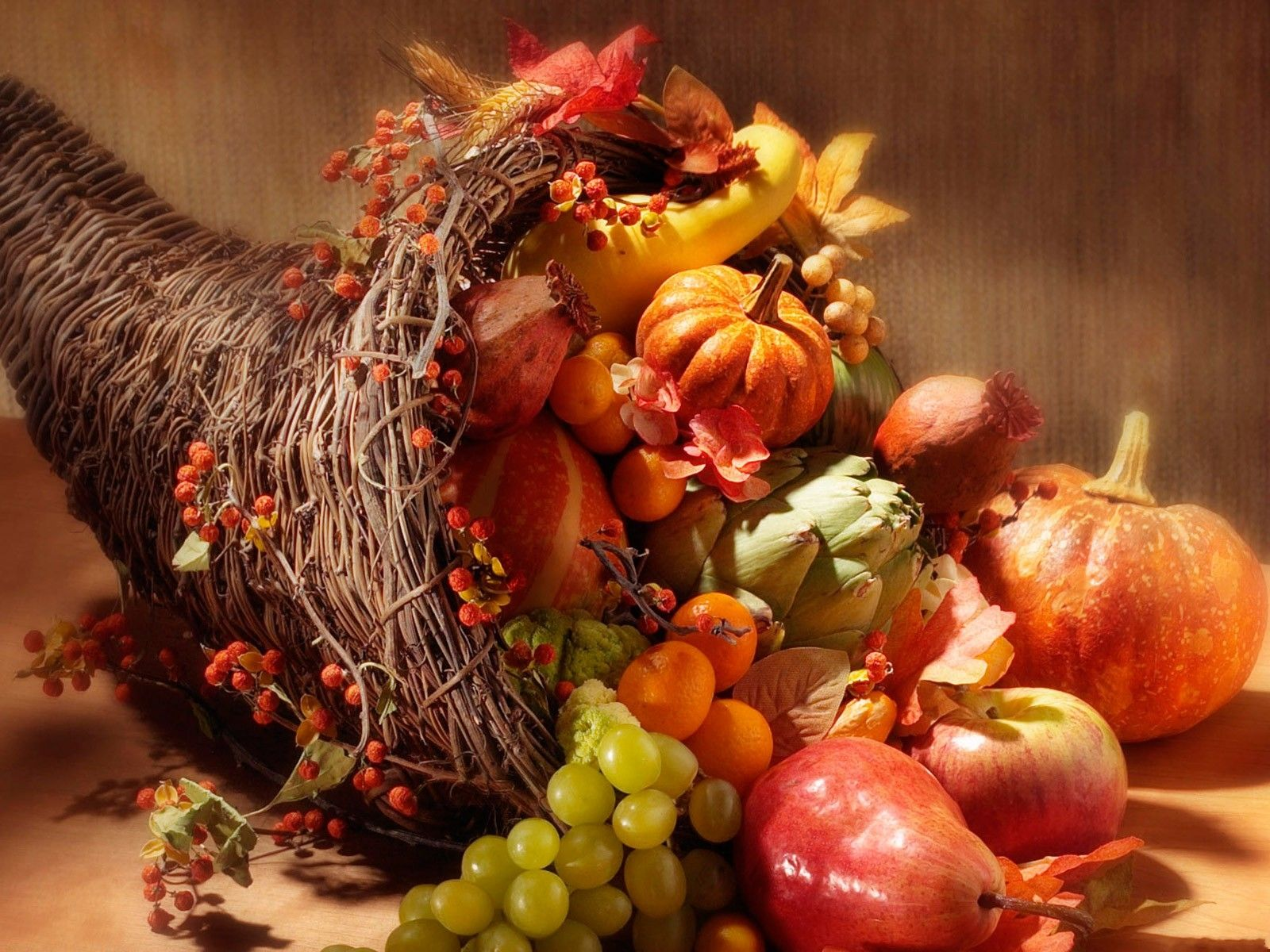 Thanksgiving Centerpiece Horn : Horn of plenty cornucopia or