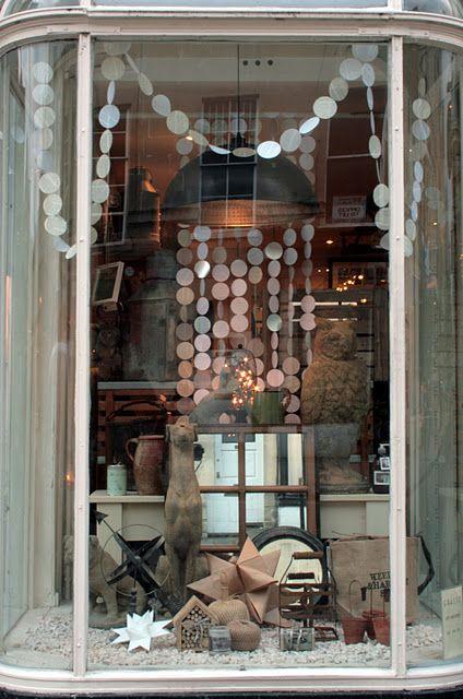 shop window vitrine boutique pinterest vitrines boutique et deco vitrine. Black Bedroom Furniture Sets. Home Design Ideas