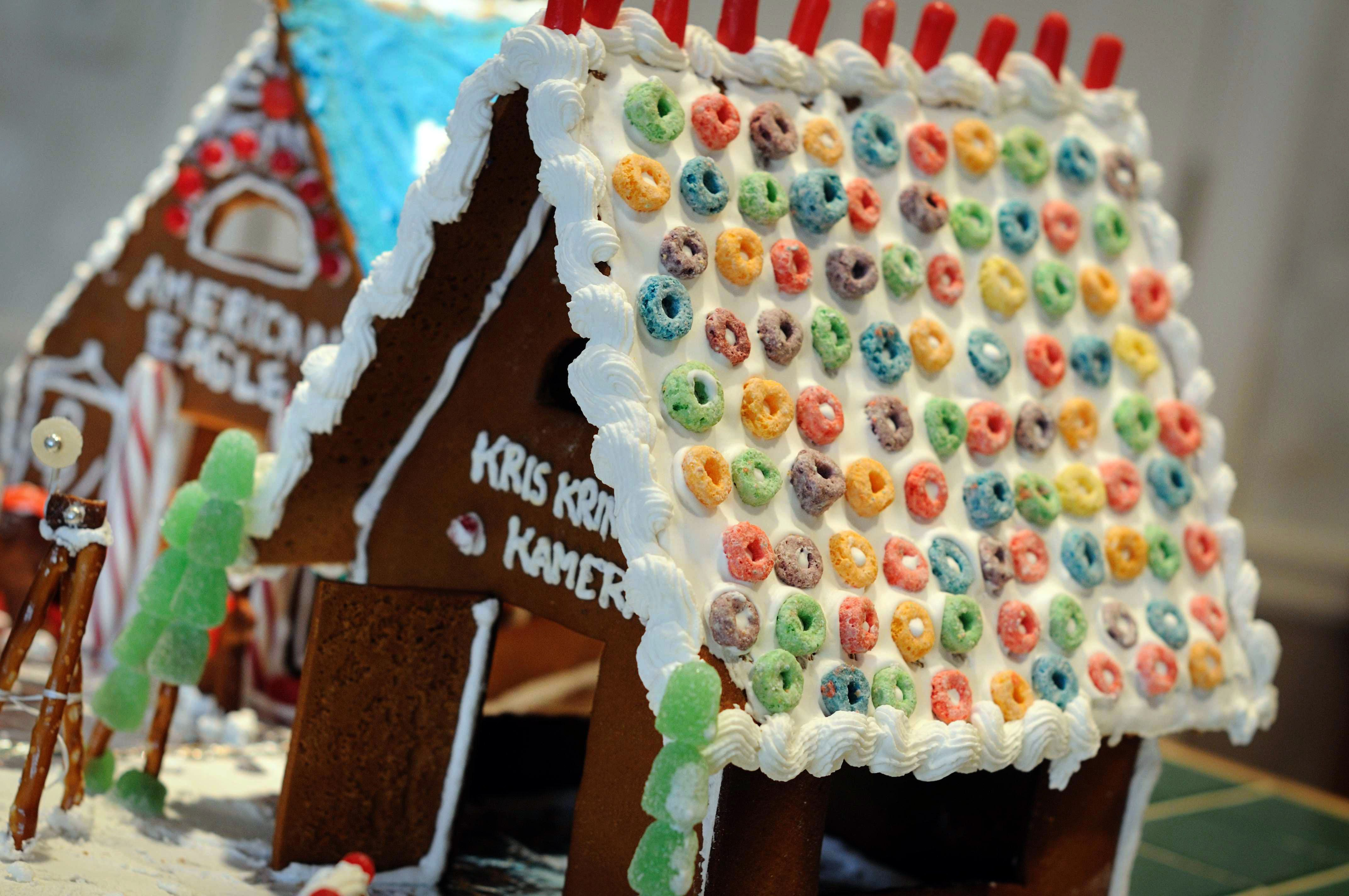 Ideas for a gingerbread house - 17 Best Images About Gingerbread Houses On Pinterest Cute House The Roof And Wafer Cookies