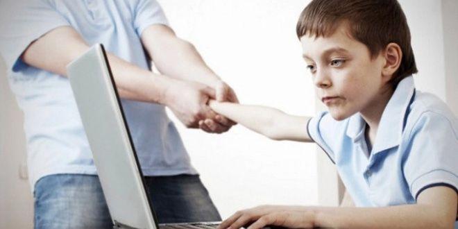 La tecnología poco a poco se ha introducido en nuestra vida, muchas veces para bien, pero en otras ocasiones tratándose de nuestros hijos puede tener un efecto no muy favorable en sus vidas Clic Aquí>>> http://sobrehijos.com/lo-mas-saludable-para-nuestros-hijos/