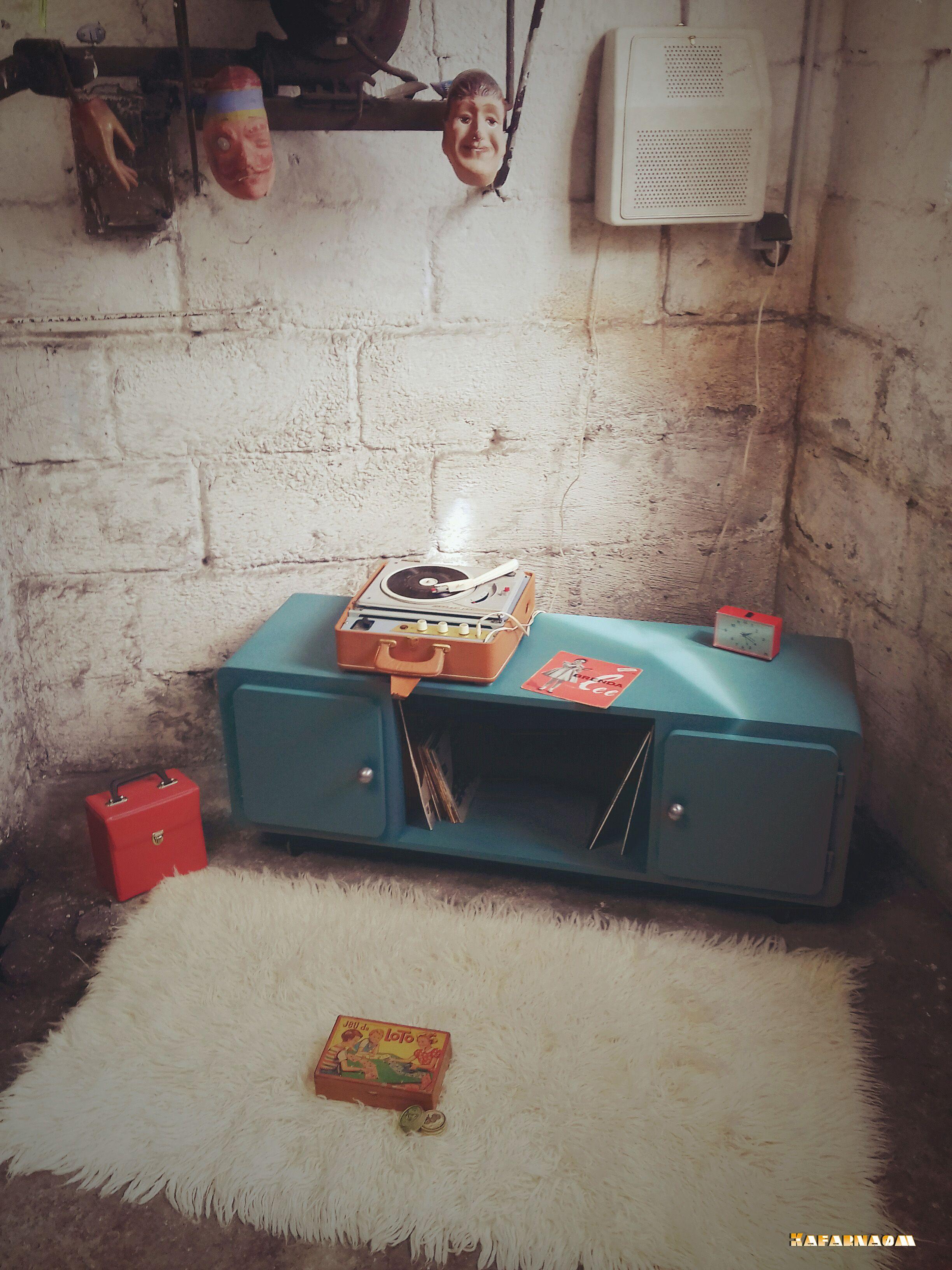 Meuble Bas En Bois Peint Vert Sur Roulettes Peut Faire Office  # Table Basse Et Table De Television