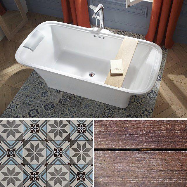 Osez les carreaux de ciment dans votre salle de bains : En 2018 le carreau de ciment reste dans le top des sols pour une salle de bains. Le must ! Mélanger parquet et carreaux de ciment. #baignoire #salledebains #carreauxciment #parquet #deco #decoration #homedeco