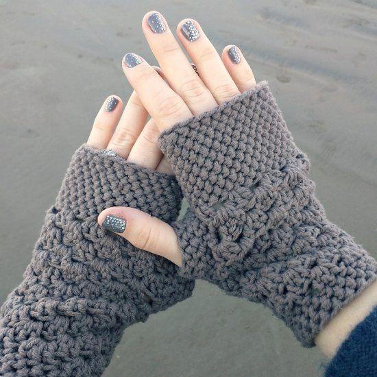 This quick and easy beginner fingerless gloves crochet pattern works ...