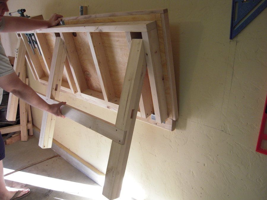 Un Plan De Travail Pliable Pour Les Petits Ateliers Diy Bricolage Atelier Idee Rangement Astuce Rangement Etabli Pliant