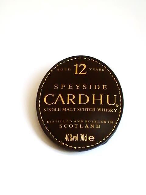 Broche ovale Scotland whisky, confectionnée de simili cuir. Dimensions 7,5 x6 cm. Elle peut être assorti avec une veste, un sac, une ceinture, selon votre choix. Exécutée entièrement à la main.