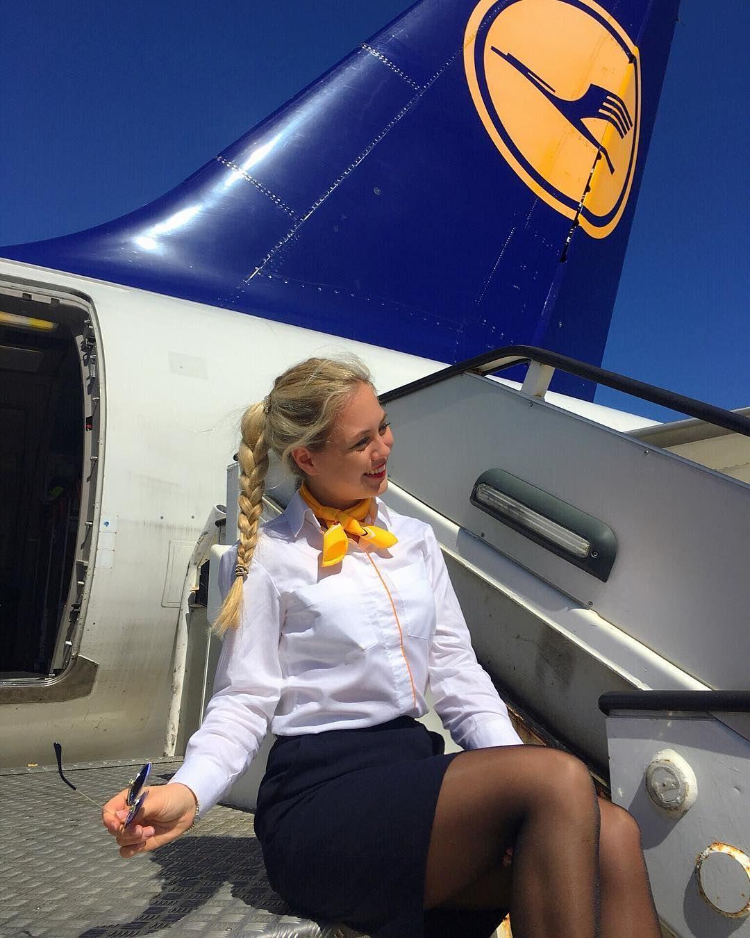 kuni-styuardesse-v-mini-v-samolete