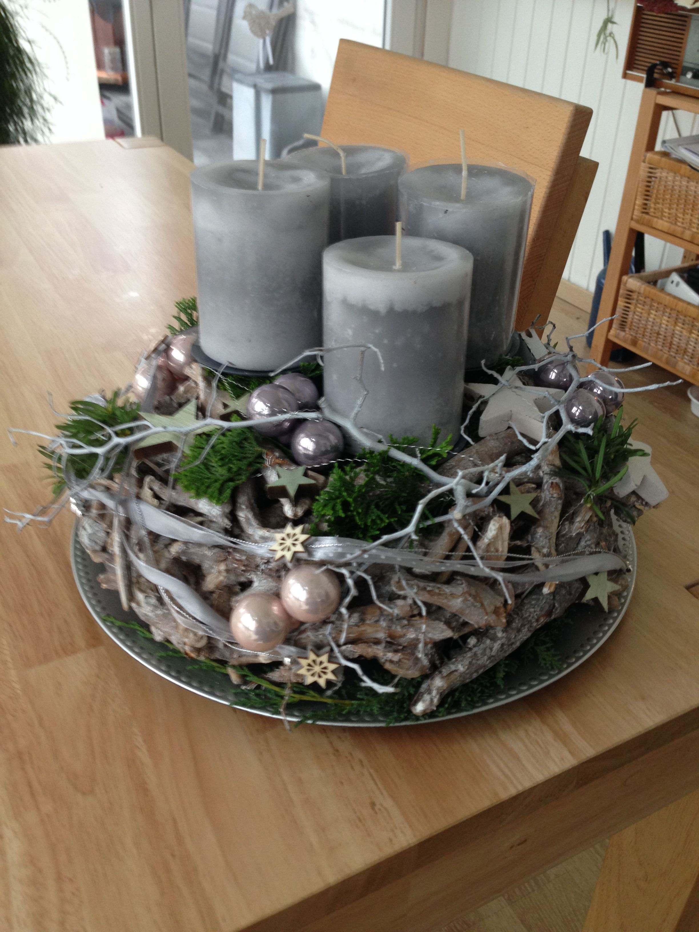 Photo of An Advent arrangement of tree slices and Christmas …