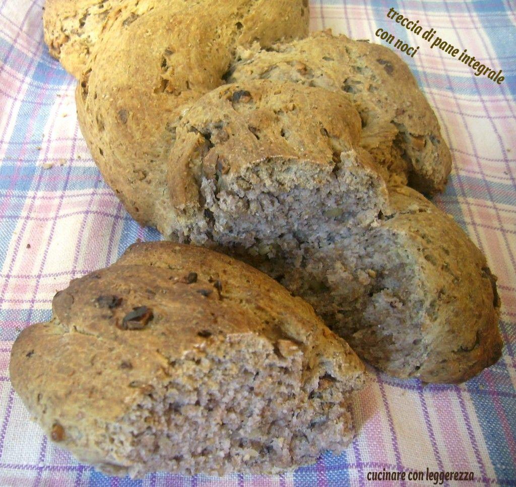 Treccia di pane integrale con noci e lievito madre