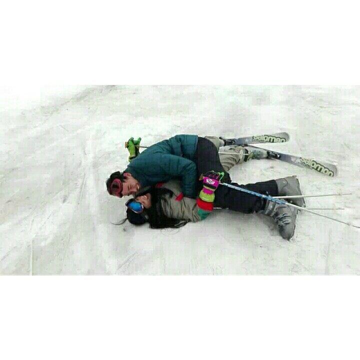 """""""Há sempre alguma loucura no amor Mas há sempre um pouco de razão na loucura."""" #esqui #alpies #esquiando.#mochilao #europei #travel #backpacking #instatravel #instagood #instatrip #trip #tripoftheyear #amazing #gratidão #abençoada #blessed #lovetravel #lovetrip #world #trippics #europe #Europa #traveleurope #toureurope #vacation #winter #wintereurope #inverno #níeve #neve by taiisnoronha"""