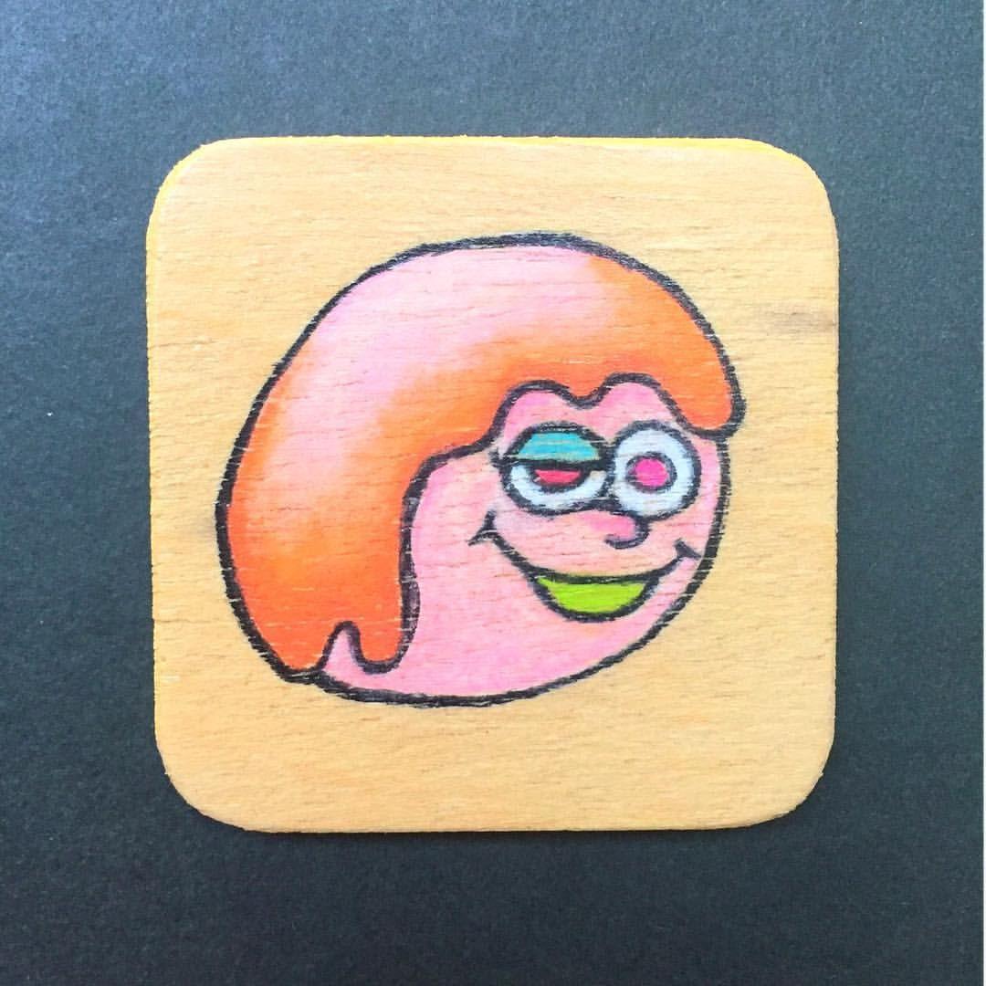 世紀末事件 木のばっち ブローチ バッジ ヘンテコ 色鉛筆 ハンドメイド 雑貨 イラスト 絵 キャラクター とみ絵 カラフル 派手 ヴィレヴァンに置かれたい モンスター シュール Illust Monster Handmade Hand Enamel Pins