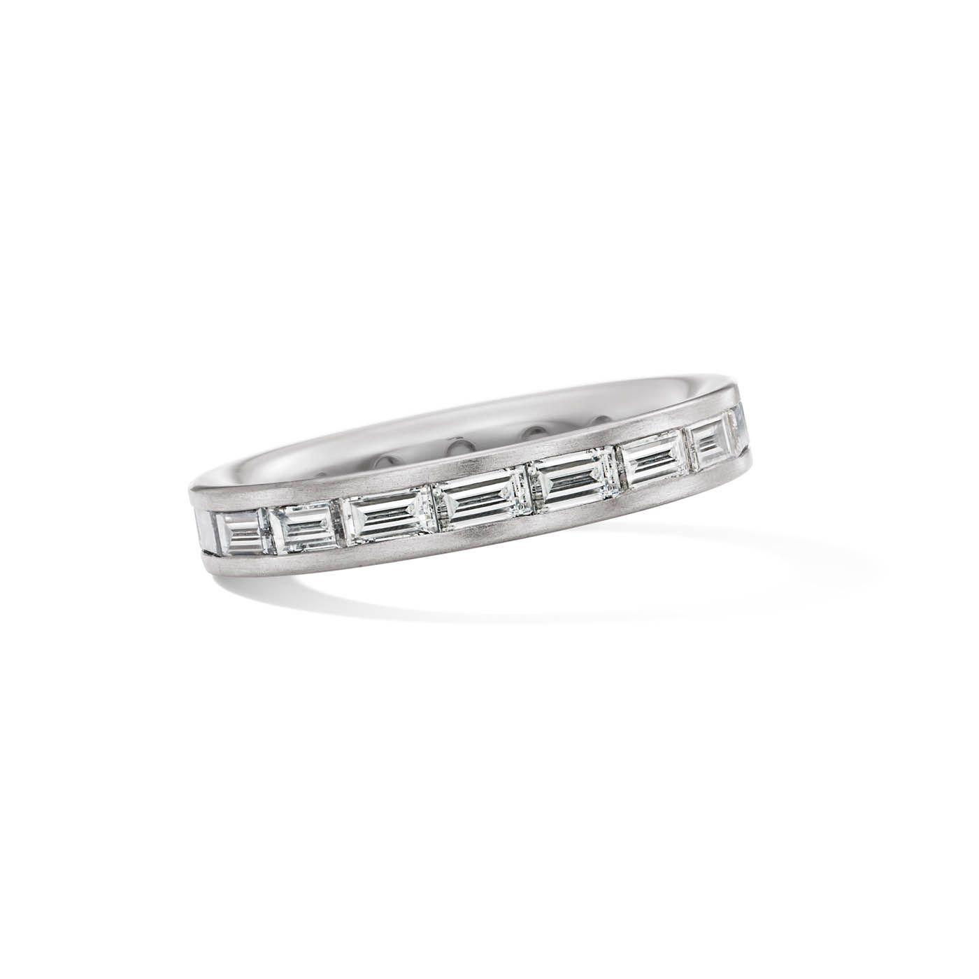 Weißgold ring verlobung  Weißgold-Ring mit Diamanten im Baguette-Schliff. Wundervoll ...