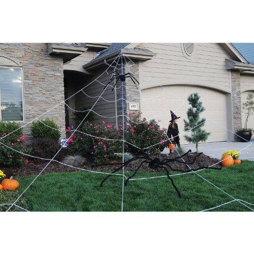 Surprise Everyone With Your Dark And Evil Side Using These 60 Breathtaking Outdoor Halloween Halloween Haunted House Decorations Halloween Outdoor Decorations