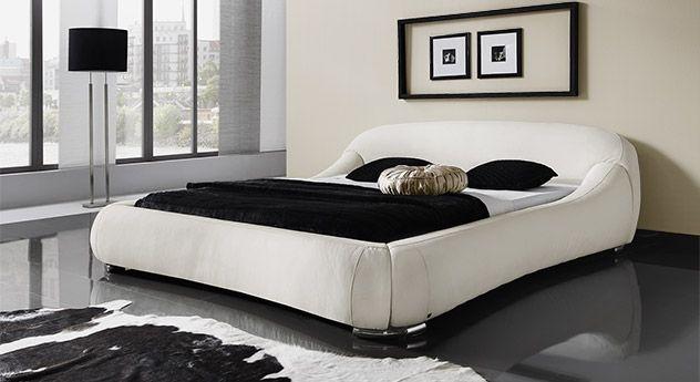 Schlafzimmer bett modern  Futuristisches Kunstlederbett mit geschwungenen Formen. | betten.de ...