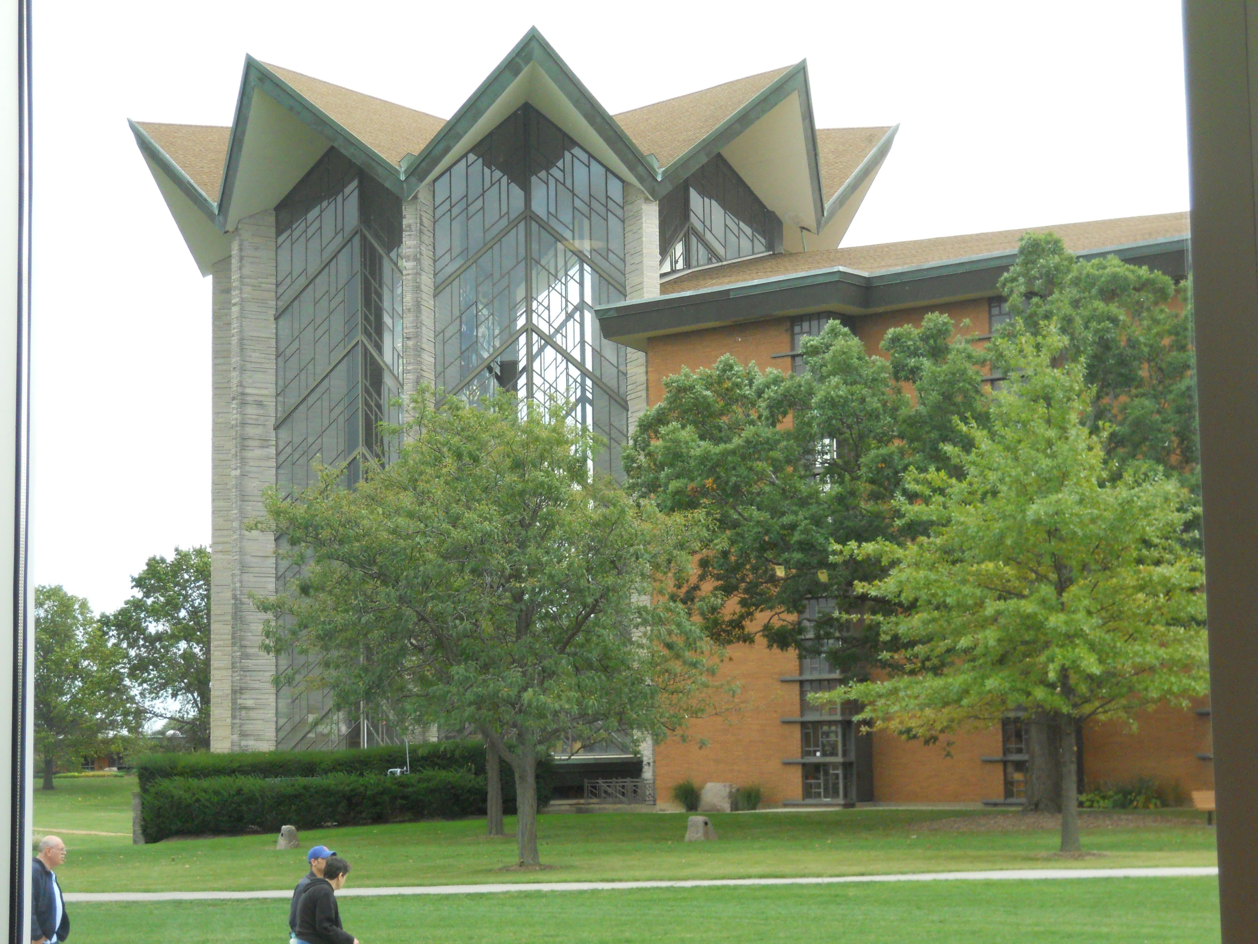 valparaiso university dating Valparaiso — a local woman told police that her first date with a man she met  on a dating app turned ugly when he raped her and subjected her to  nathaniel  flagg, 22, of the shorewood forest subdivision in union.