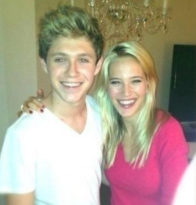 Woah! It looks like Niall did get his braces off!