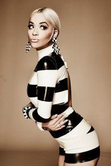 """Assista à """"Poison"""", novo clipe de Rita Ora #Cantora, #Clipe, #Iggy, #IggyAzalea, #Lançamento, #Música, #NovaMúsica, #Novo, #NovoClipe, #Sucesso, #Vídeo http://popzone.tv/assista-a-poison-novo-clipe-de-rita-ora/"""