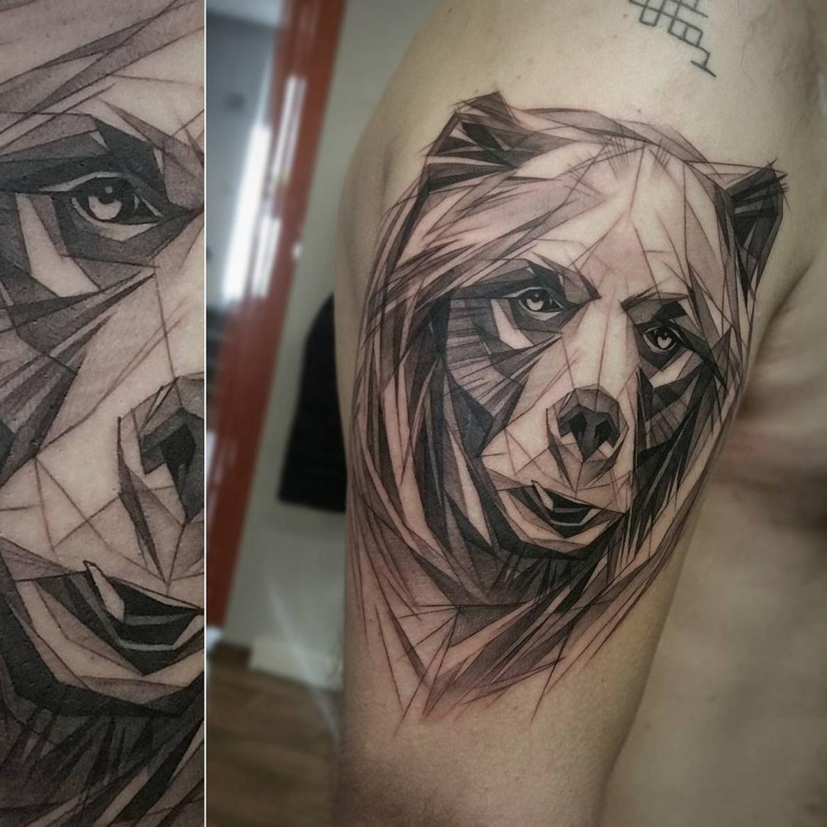 Graphic Bear Tattoo On Mans Shoulder Artist Janis Svars Bear Beartattoo Animal Animaltattoo Tattoo Wildlife Nature Idei Dlya Tatuirovok Tatuirovki Eskiz