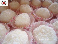 Palline cocco ricotta e limone - ricetta dolce senza cottura   (Coconut balls with ricotta and lemon - no-bake dessert recipe)