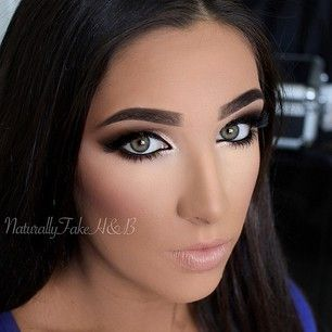 ~Nice eye makeup but the way she did her face looks fake~
