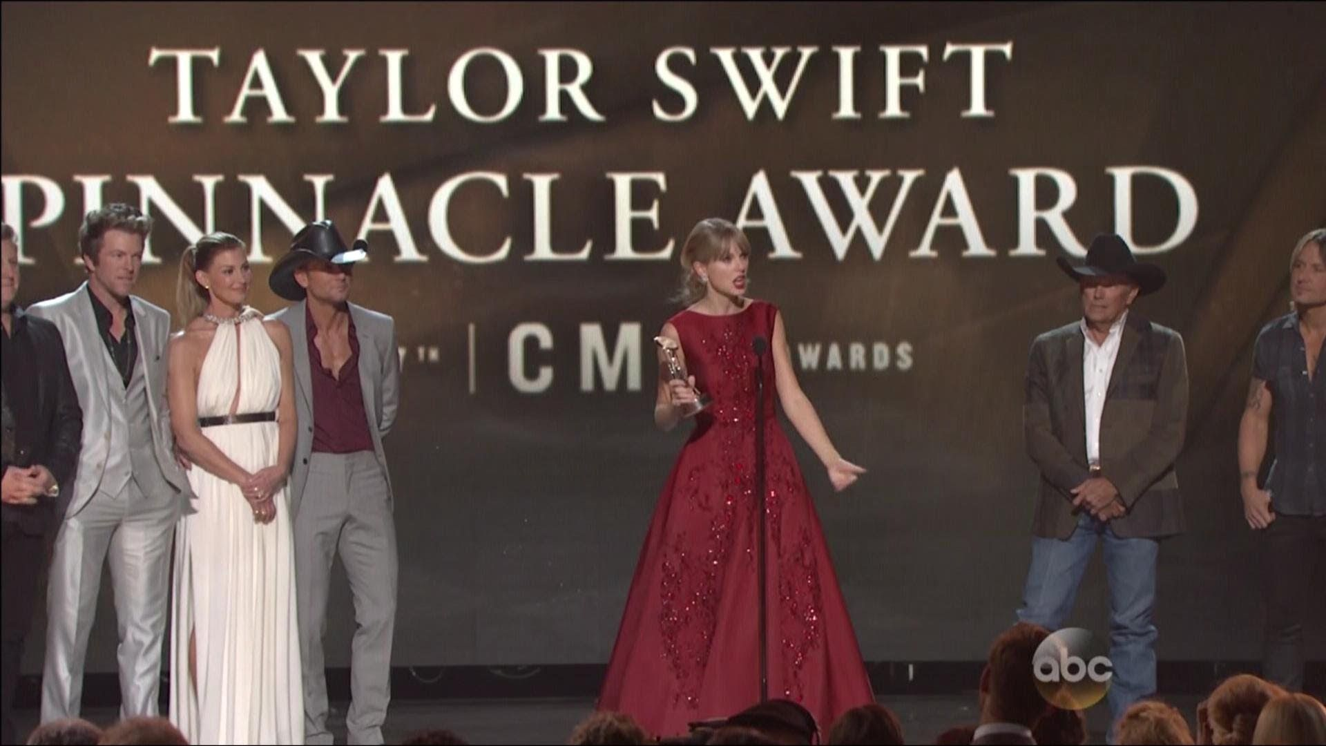 Taylor Swift receives Pinnacle Award at 47th Annual CMA Awards - 11/6/20... No matter how much i watch this i never get tired of it and her cuteness xx