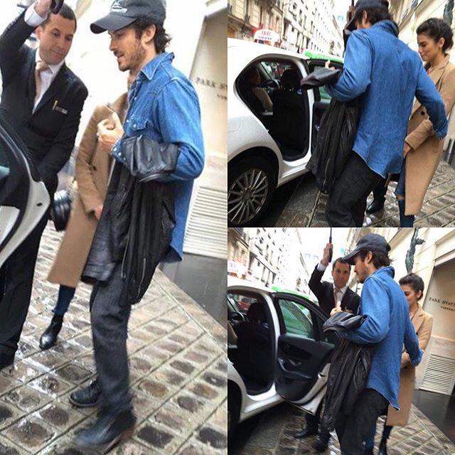 Ian e Nikki em Paris! Um verdadeiro Gentleman, ajudando a esposa a entrar no táxi.