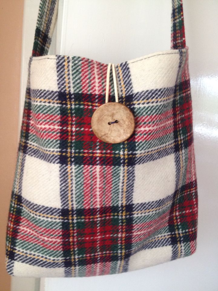 «Teuchter» tote bag in Harris tweed with inside pockets and button fastening