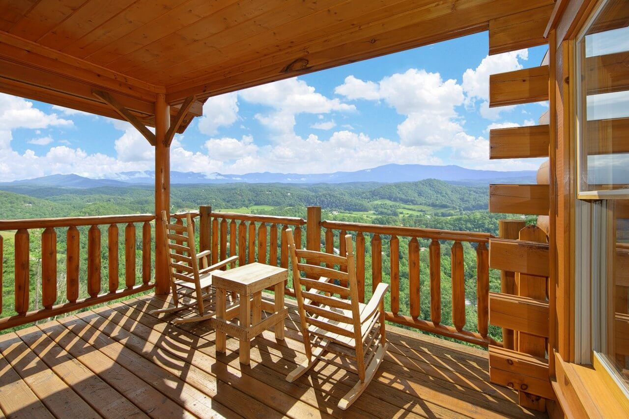 Enjoy Amazing Views Of The Smoky Mountains From Ridgetop Retreat Cabin, A  Luxury 1 Bedroom With 2 Baths That Sleeps 4 Guests.
