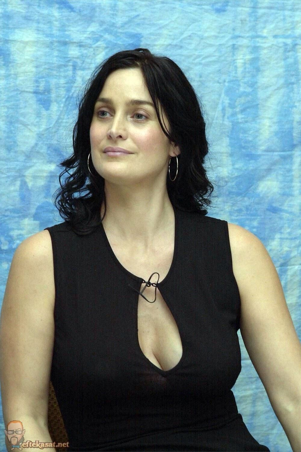 Carrie-Anne Moss Nude Photos 28