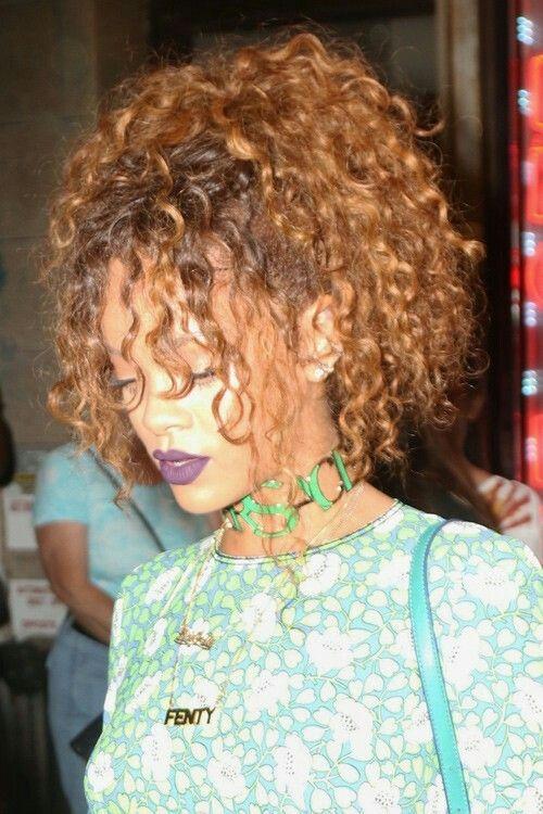 Rihanna Curly Ponytail Rihanna Hairstyles Hair Styles Curly Hair Inspiration