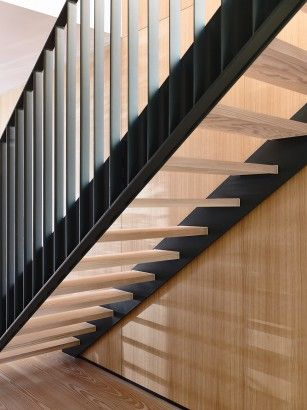 Detalles de escaleras modernas peldaños de madera y pasamano de - escaleras modernas