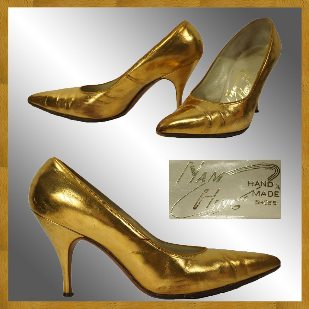 4696d817bc73 Vintage 50s 60s Gold Stiletto Heel Shoes    circa 1960 Winklepicker ...