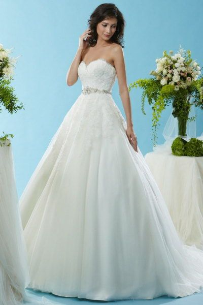 eden bl125 - This incredible lace and tulle princess ballgown from ...