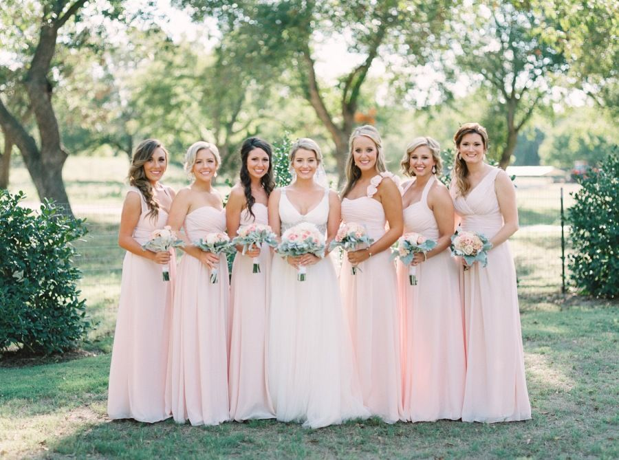 Photography : Tracy Enoch Read More on SMP: http://www.stylemepretty.com/texas-weddings/2016/04/14/a-gorgeous-blush-texas-wedding-on-a-tight-budget/