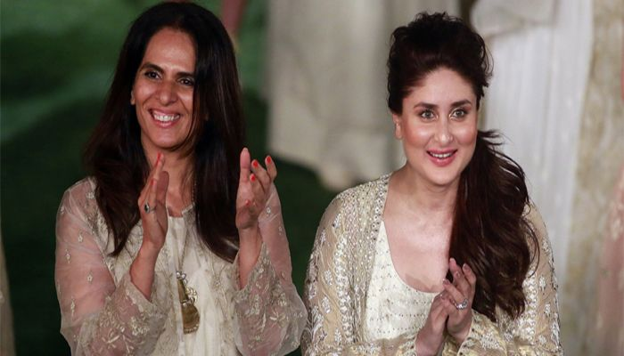 After 45 Days Kareena Kapoor Walks On The Ramp After Giving Birth