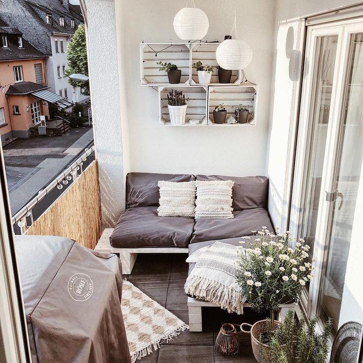 Offizieller Lieblingsplatz ☀️. ,, #KleineBalkon #Balkon #Balkondekoration #Kalk ...  #balkon #balkondekoration #kleinebalkon #lieblingsplatz #offizieller #smallbalconyfurniture