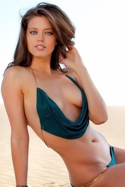 Фото красивых красивых девушек брюнеток в купальниках мужские пенисы порно