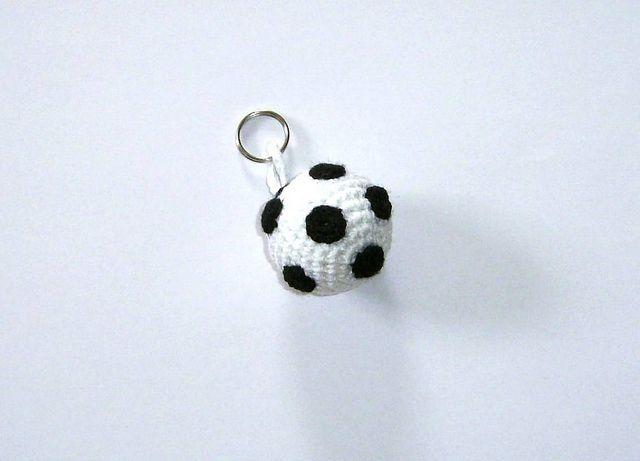 Gratisanleitung Für Einen Kleinen Fußball Anhänger Crochet