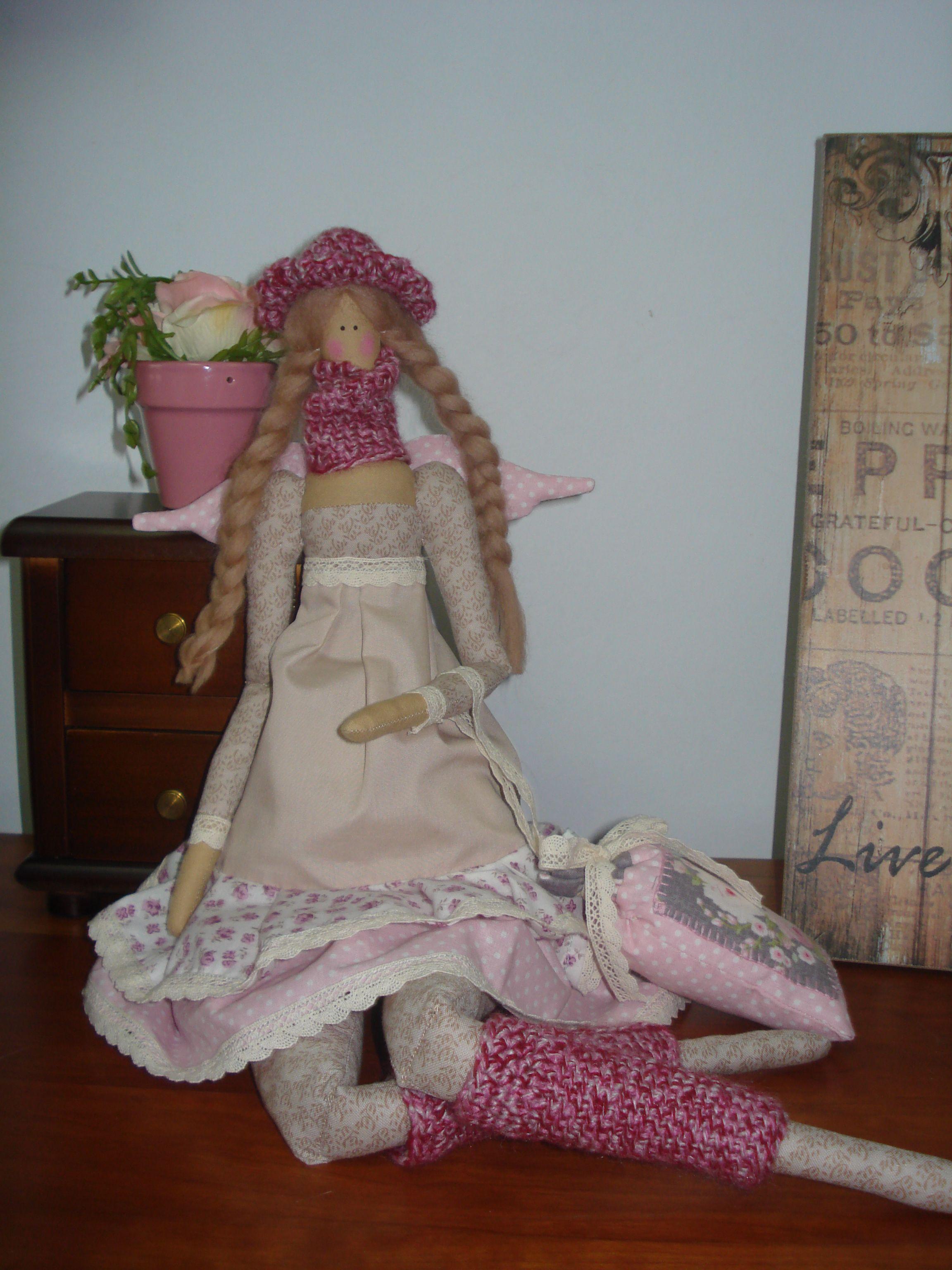 Tilda romantica, con accesorias hechos en crochet