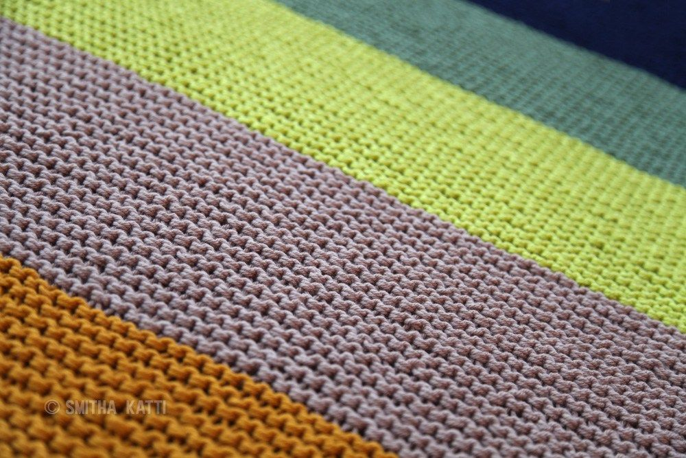 An easy tutorial to make your own handmade knits. This modern Color Blocked Afghan Blanket Throw uses a simple garter stitch & is great for beginners!