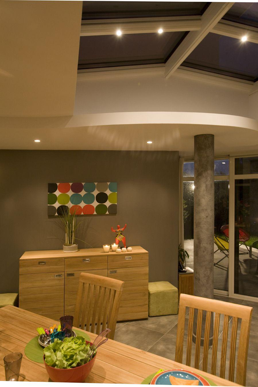 Utilisez votre véranda en aluminium comme nouvelle pièce à vivre pour partagez un dîner ...