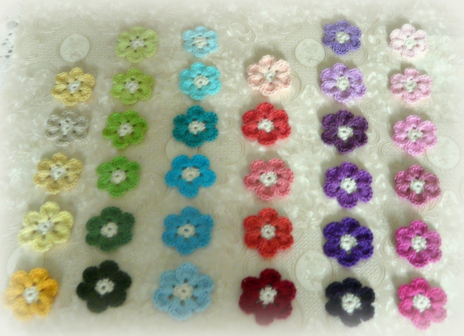 Bunte Häkelblümchen Häkeln Pinterest Bunt Häkeln Und Deckchen
