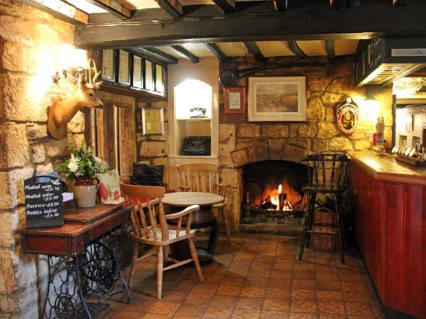 The Craven Arms In Cheltenham Makes A Lovely Country Pub Reception Venue Wedding