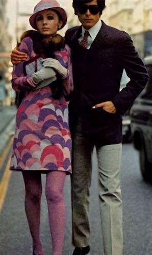 http://fashionbloglife.com/60sfashion Mens fashions of 1966. Ladies Moon dress. Vogue 1966