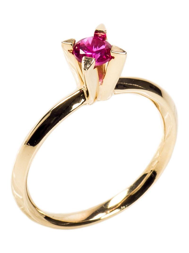 00b928aadfb57 Anel solitário dourado Anel solitário dourado, Bee Vee. Possui zircônia  rosa e banho em ouro 18K.