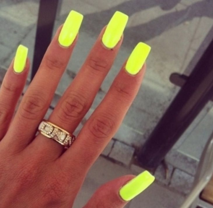 HIGHLIGHTER YELLOW NAILS.-lizzy | Unghie | Pinterest | Yellow nails ...