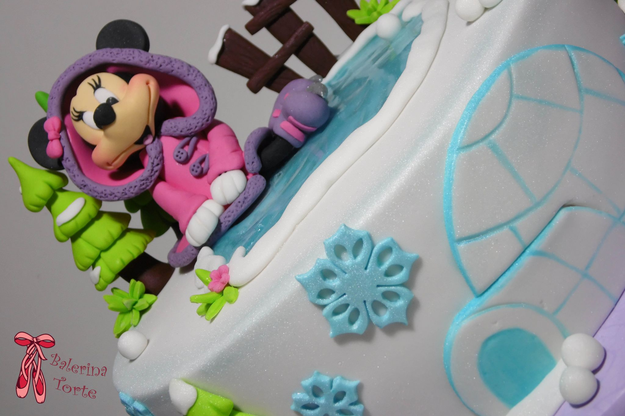 Minnie Mouse Winter Cake – Mini Maus zimska torta by Balerina Torte Jagodina