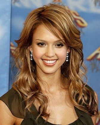 Light Honey Brown Hair With Blonde Highlights Honey Brown Hair Jessica Alba Hair Hair Color Caramel